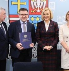 Podpisanie umowy na wsparcie dla szkół zawodowych